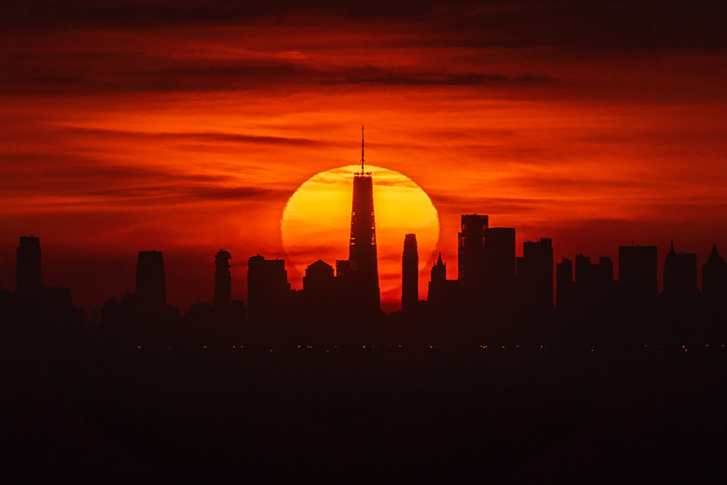 Sunrise behind the One World Trade Center (New York, USA) by Alyssa