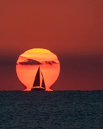 Sailboat with an Omega Sunset captured in Valencia (Spain) by Toni Sendra